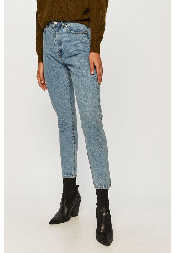 Niebieski jeansy loose fit Dr. Denim w kolorowe wzory