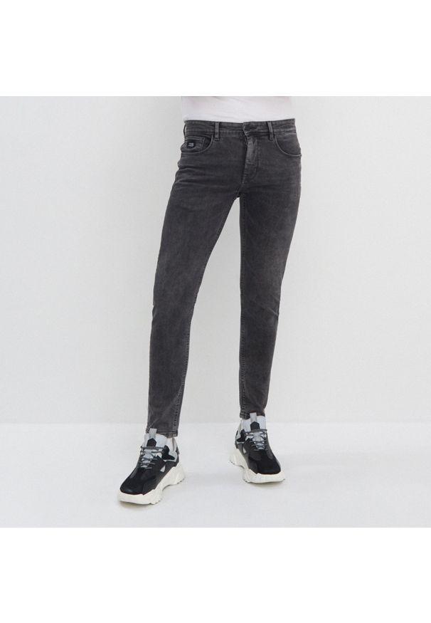 Czarne jeansy House
