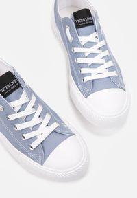 Renee - Niebieskie Trampki Rhethiphei. Nosek buta: okrągły. Kolor: niebieski. Materiał: jeans, materiał, guma. Szerokość cholewki: normalna. Wzór: aplikacja, kolorowy
