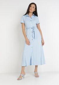 Born2be - Jasnoniebieska Sukienka Ophieithe. Okazja: na co dzień. Kolor: niebieski. Materiał: dzianina, materiał. Długość rękawa: krótki rękaw. Typ sukienki: proste, koszulowe. Styl: casual. Długość: midi