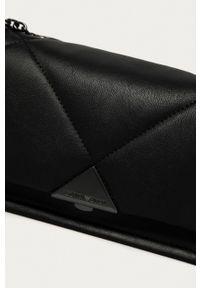 Emporio Armani - Torebka. Kolor: czarny. Materiał: pikowane. Rodzaj torebki: na ramię
