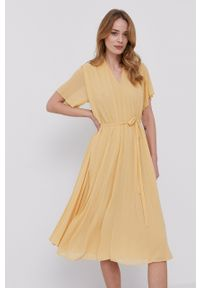 Samsoe & Samsoe - Samsoe Samsoe - Sukienka. Kolor: żółty. Materiał: poliester. Długość rękawa: krótki rękaw. Typ sukienki: plisowane #1