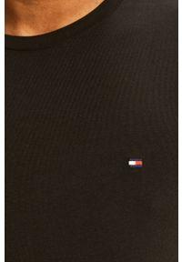 Czarna koszulka z długim rękawem TOMMY HILFIGER z okrągłym kołnierzem