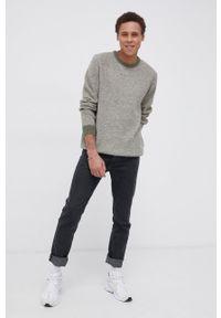 Wrangler - Sweter z domieszką wełny. Kolor: zielony. Materiał: wełna. Długość rękawa: długi rękaw. Długość: długie