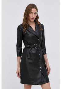 Pinko - Sukienka. Okazja: na co dzień. Kolor: czarny. Materiał: skóra. Typ sukienki: proste. Styl: casual