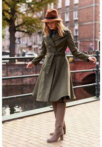 Marie Zélie - Płaszcz wełniany Achillea oliwkowy. Kolor: oliwkowy. Materiał: wełna. Wzór: motyw zwierzęcy, ze splotem. Sezon: zima