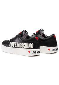 Czarne półbuty Love Moschino na płaskiej podeszwie, z cholewką