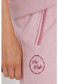 Mos Mosh - Spodnie. Kolor: różowy. Materiał: bawełna, dzianina. Wzór: gładki