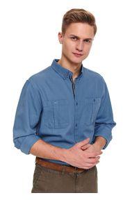 TOP SECRET - Koszula dopasowana gładka z kieszeniami. Okazja: na co dzień. Kolor: niebieski. Materiał: bawełna. Długość: długie. Wzór: gładki. Sezon: wiosna. Styl: casual