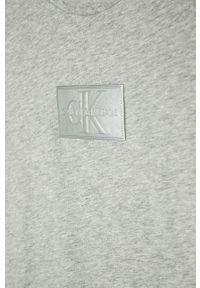 Szary t-shirt Calvin Klein Jeans na co dzień, casualowy