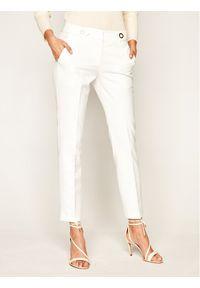 Trussardi Jeans - Trussardi Chinosy Light Technical 56P00283 Biały Slim Fit. Kolor: biały