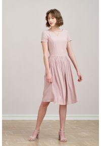 Marie Zélie - Sukienka Melania pudrowa różowa. Kolor: różowy. Materiał: lyocell, wiskoza, materiał, włókno, skóra. Długość rękawa: krótki rękaw