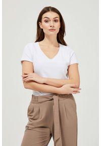 MOODO - T-shirt basic. Typ kołnierza: dekolt w serek. Materiał: bawełna, elastan. Długość rękawa: krótki rękaw. Długość: krótkie. Wzór: gładki