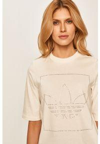 Kremowa bluzka adidas Originals z okrągłym kołnierzem, na co dzień