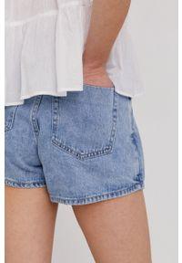 Answear Lab - Szorty jeansowe. Okazja: na co dzień. Kolor: niebieski. Materiał: jeans. Wzór: gładki. Styl: wakacyjny