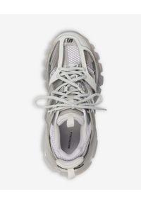 Balenciaga - BALENCIAGA - Szare sneakersy z przezroczystą podeszwą Track. Kolor: szary. Wzór: napisy, ażurowy, aplikacja
