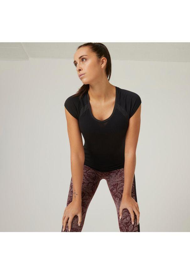 NYAMBA - Koszulka krótki rękaw fitness. Typ kołnierza: dekolt w serek. Kolor: czarny. Materiał: poliester, elastan, bawełna, materiał. Długość rękawa: krótki rękaw. Długość: krótkie. Sport: fitness