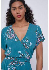 medicine - Medicine - Sukienka Staycation. Kolor: zielony. Materiał: tkanina. Długość rękawa: krótki rękaw. Typ sukienki: rozkloszowane