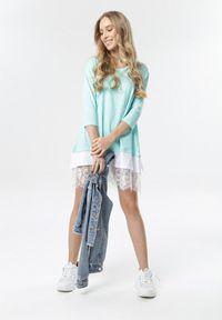 Born2be - Jasnoniebieska Sukienka Khusea. Okazja: na co dzień. Kolor: niebieski. Materiał: dzianina, koronka. Długość rękawa: krótki rękaw. Wzór: koronka, ażurowy. Typ sukienki: proste, oversize. Styl: casual. Długość: mini