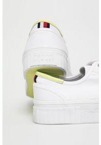 TOMMY HILFIGER - Tommy Hilfiger - Tenisówki. Nosek buta: okrągły. Zapięcie: sznurówki. Kolor: biały. Materiał: guma