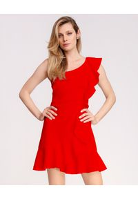 LA MANIA - Czerwona sukienka Janet. Kolor: czerwony. Materiał: materiał. Wzór: aplikacja. Typ sukienki: rozkloszowane, dopasowane. Długość: mini