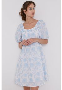 medicine - Medicine - Sukienka Summer Linen. Typ kołnierza: dekolt hiszpanka. Kolor: biały. Materiał: tkanina
