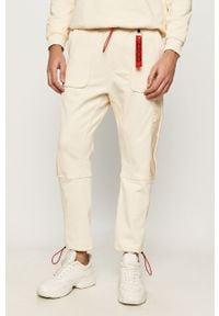 Kremowe spodnie dresowe Hugo