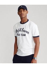 Ralph Lauren - RALPH LAUREN - Biały t-shirt Polo Team Classic Fit. Typ kołnierza: polo. Kolor: biały. Materiał: bawełna. Wzór: haft, napisy