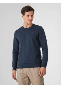 4f - Bluza dresowa nierozpinana bez kaptura męska. Okazja: na co dzień. Typ kołnierza: bez kaptura. Kolor: niebieski. Materiał: dresówka. Styl: casual