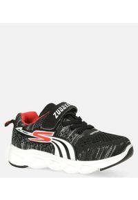 Casu - czarne buty sportowe na rzep casu 204/11m. Zapięcie: rzepy. Kolor: czarny