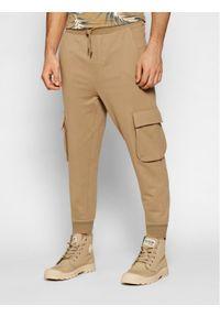 Only & Sons - ONLY & SONS Spodnie dresowe Kian 22019485 Brązowy Regular Fit. Kolor: brązowy. Materiał: dresówka