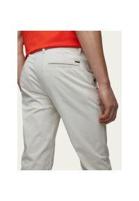 Beżowe spodnie BOSS
