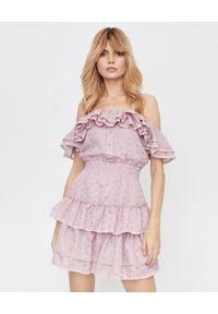 LOVE & ROSE - Różowa sukienka Mona z falbanami. Okazja: na randkę, na imprezę. Kolor: wielokolorowy, różowy, fioletowy. Materiał: koronka, bawełna. Wzór: koronka, aplikacja, kwiaty. Styl: wizytowy