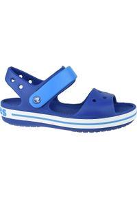 Niebieskie sandały Crocs w kolorowe wzory, sportowe