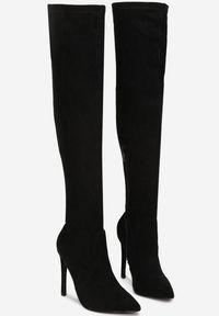 Born2be - Czarne Kozaki Virtris. Wysokość cholewki: przed kolano. Nosek buta: szpiczasty. Zapięcie: zamek. Kolor: czarny. Szerokość cholewki: normalna. Wzór: aplikacja