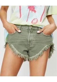 ONETEASPOON - Spodenki khaki Rollers. Stan: obniżony. Kolor: zielony. Materiał: jeans, bawełna. Długość: długie. Wzór: aplikacja. Sezon: lato