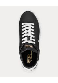 Ralph Lauren - RALPH LAUREN - Czarne sneakersy ze skóry Heritage Court II. Nosek buta: okrągły. Kolor: czarny. Materiał: skóra. Wzór: napisy, haft