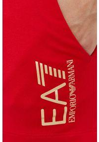 EA7 Emporio Armani - Szorty. Okazja: na co dzień. Kolor: czerwony. Materiał: dzianina. Wzór: nadruk. Styl: casual