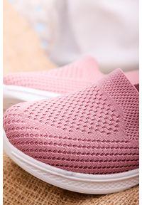Casu - Różowe buty sportowe wsuwane slip on casu 11004-9. Zapięcie: bez zapięcia. Kolor: różowy. Styl: sportowy
