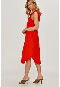 Beatrice B - Sukienka. Okazja: na co dzień. Kolor: czerwony. Materiał: tkanina. Wzór: gładki. Typ sukienki: proste. Styl: casual