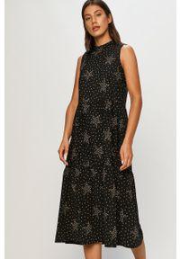 Czarna sukienka Answear Lab rozkloszowana, bez rękawów, wakacyjna, ze stójką
