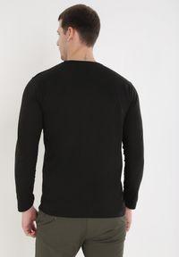 Czarna koszulka z długim rękawem Born2be
