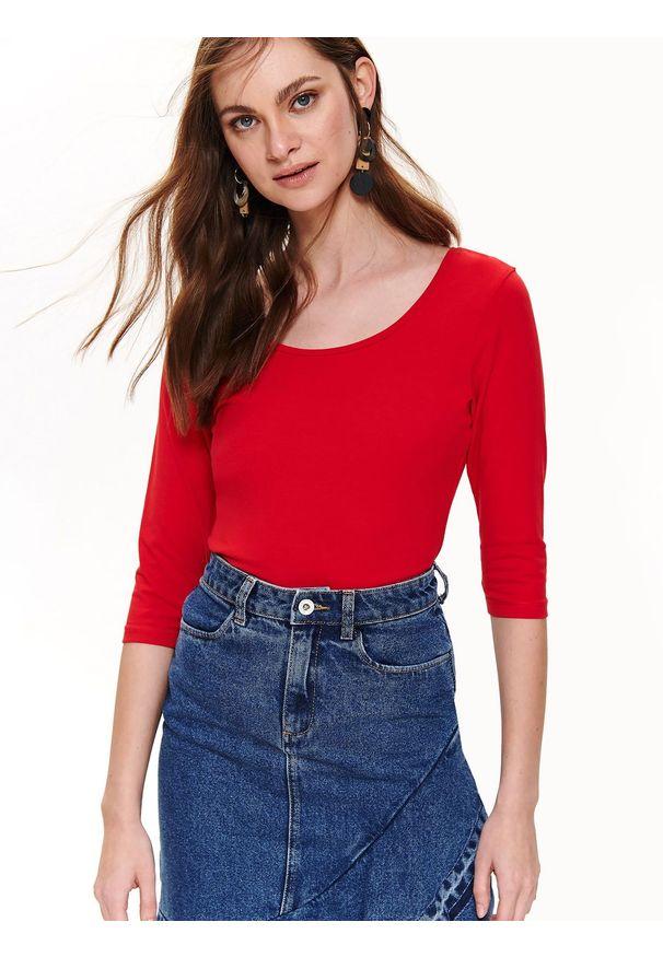 Czerwony t-shirt TOP SECRET w kolorowe wzory, z krótkim rękawem, z okrągłym kołnierzem