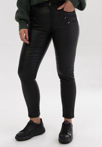 Czarne spodnie Born2be