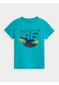4f - T-shirt z nadrukiem chłopięcy. Kolor: turkusowy. Materiał: bawełna, dzianina, materiał. Wzór: nadruk