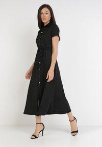 Born2be - Czarna Sukienka Ophieithe. Okazja: na co dzień. Kolor: czarny. Materiał: dzianina, materiał. Długość rękawa: krótki rękaw. Typ sukienki: proste, koszulowe. Styl: casual. Długość: midi