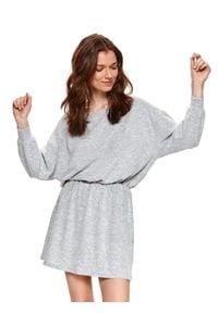 TOP SECRET - Wygodna sukienka z wiązaniem w talii. Kolor: szary. Materiał: dzianina. Długość rękawa: długi rękaw. Sezon: wiosna. Typ sukienki: proste