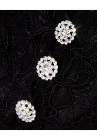 SELF PORTRAIT - Czarna warstwowa sukienka midi. Typ kołnierza: dekolt kwadratowy. Kolor: czarny. Materiał: koronka. Wzór: koronka, aplikacja. Typ sukienki: rozkloszowane, dopasowane. Styl: elegancki, retro. Długość: midi