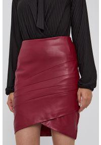 Guess - Spódnica. Kolor: czerwony. Długość: długie