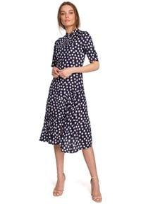 MOE - Sukienka w Grochy z Asymetryczną Falbanką - Granatowa. Kolor: niebieski. Materiał: wiskoza. Wzór: grochy. Typ sukienki: asymetryczne